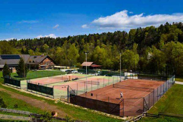 igrišče za tenis rekreacijski center vogu